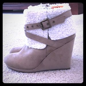 NWT Just Fab ankle boots